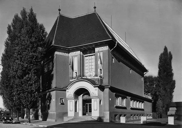 Poslání historie budova klub přátel galerie doprovodné kulturní
